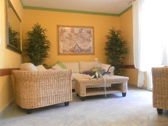 Buena Vista Residence: Hall