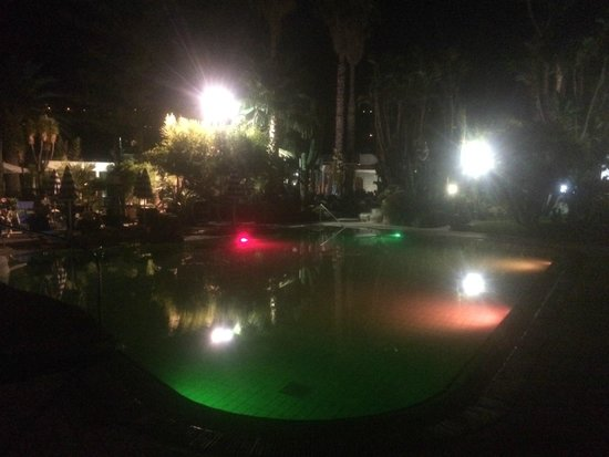 Park Hotel Terme Mediterraneo: Pool in Abendstimmung 3