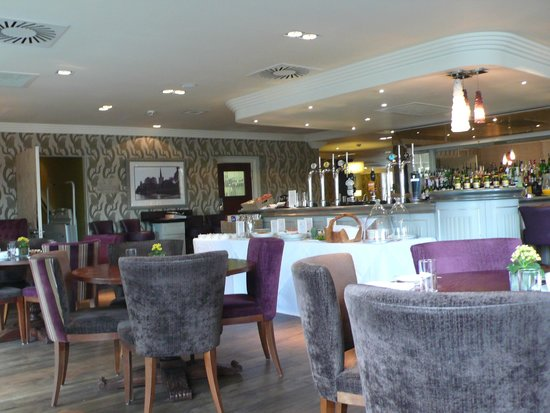 The Arden Hotel: The lovely restaurant has open air area which is always full.