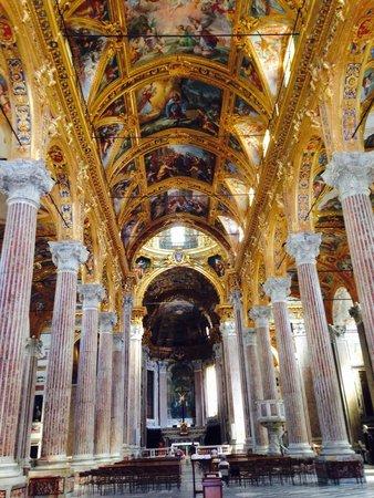 Basilica della Santissima Annunziata del Vastato: Interno chiesa della Santissima Annunziata