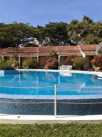 Seis Playas Hotel: Habitaciones frente a la piscina