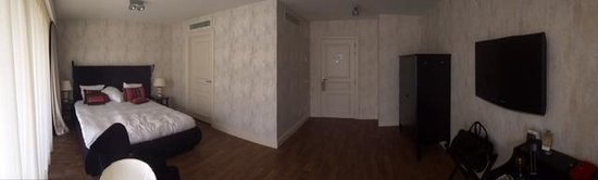 Sandton Grand Hotel Reylof: Chambre 386 en vue panoramique qui manque de mobilier