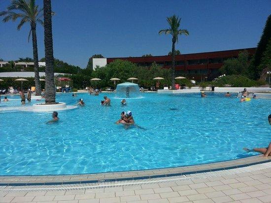 Calane Hotel Village: Piscina e giochi d'acqua