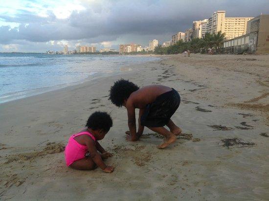 Pine Grove Beach: having fun in the sand
