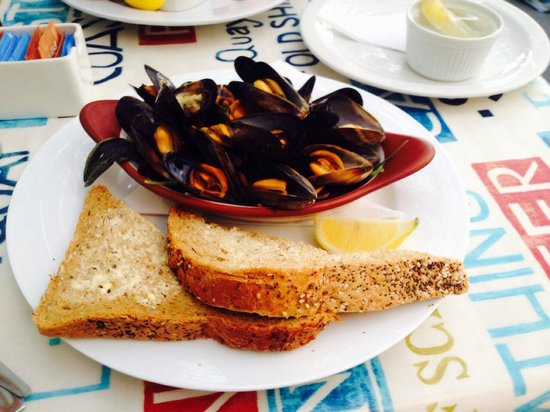 Harbour Rest Cafe: Fresh mussels in garlic butter
