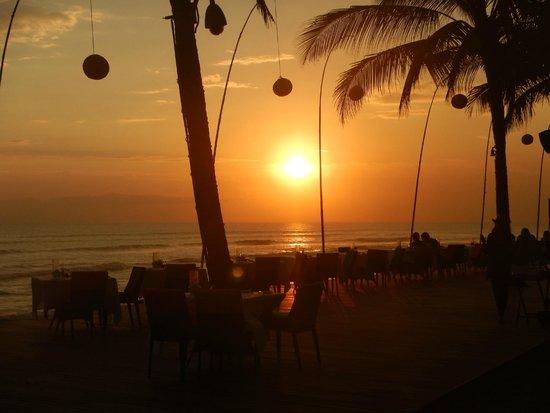 The Samaya Bali Seminyak: ゴールドの夕日