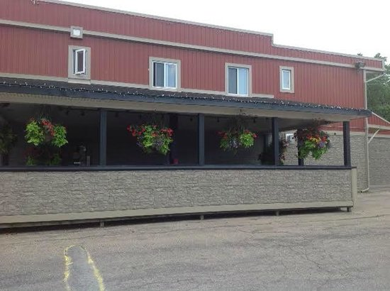 StoneHill Grille & Taps: Outdoor Patio