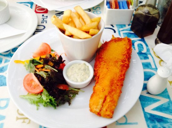Harbour Rest Cafe: Cod + chips + salad - all fresh and made to order