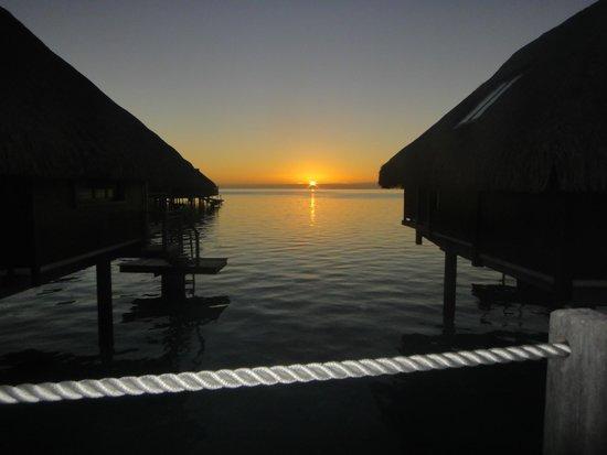 Hilton Moorea Lagoon Resort & Spa: Sunrise at Hilton Moorea