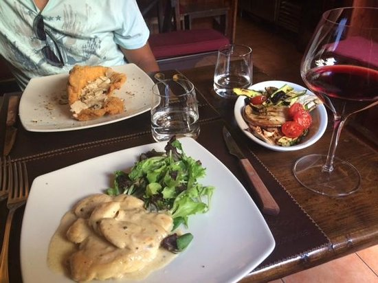 Il Giglio d'Oro : The restaurant across the street - highly recommend!