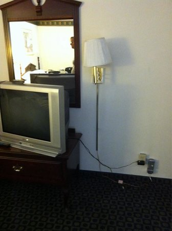 Travelodge Mammoth Lakes: Tv cathodique
