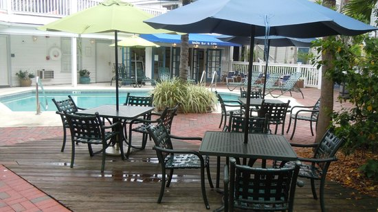 Lighthouse Court Hotel in Key West : The pool
