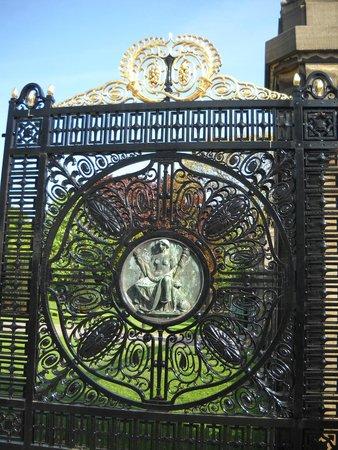 Palais de la Paix : Beautiful Gate