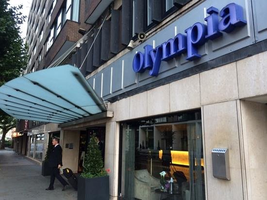 Hilton London Olympia: The front of the hotel