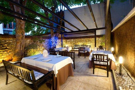 Comedor exterior - Picture of Bar -Restaurante La Huerta, Vitoria ...