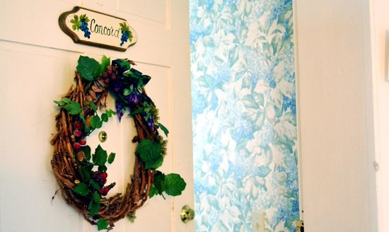 Grape Arbor Bed and Breakfast: Our room