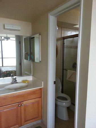 Kihei Akahi: Newly remodeled bathroom.