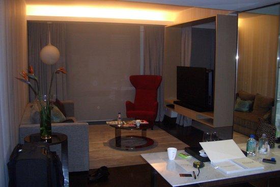 Naumi Hotel: livingroom