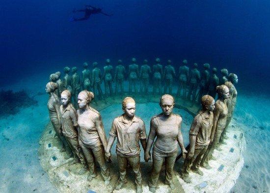 Mount Cinnamon Resort & Beach Club: Underwater Sculpture Park