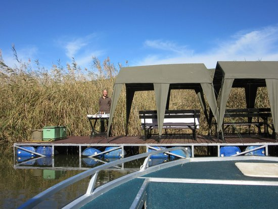 Sanbona Wildlife Reserve: Gourmet lunch on the lake