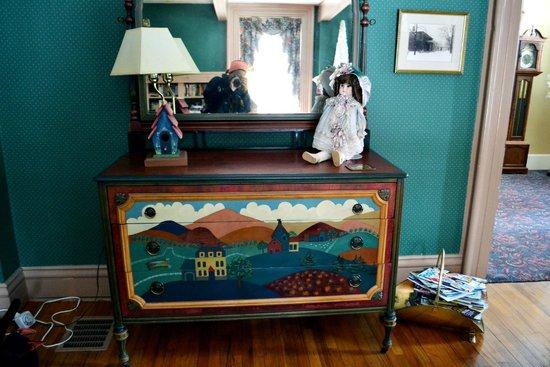 Grape Arbor Bed and Breakfast: livingroom