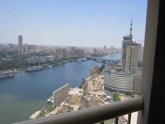 Ramses Hilton : Looking down at the Nile River from the 25th floor balcony.