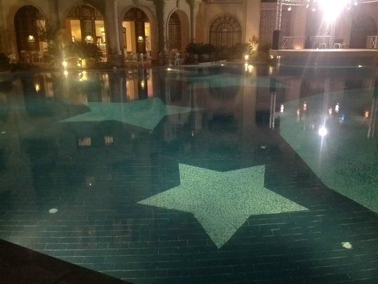 Stella Di Mare Beach Hotel & Spa : Pool at night