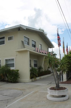 Flamingo Inn : Welcoming front view!