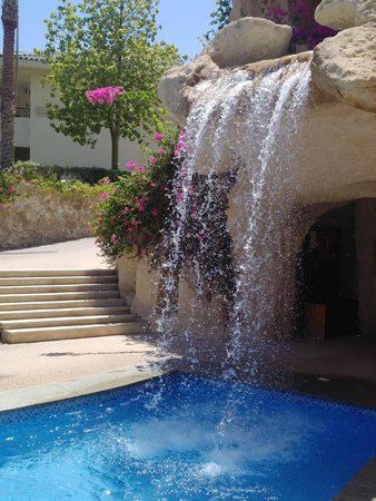 Stella Di Mare Beach Hotel & Spa : Pool waterfall
