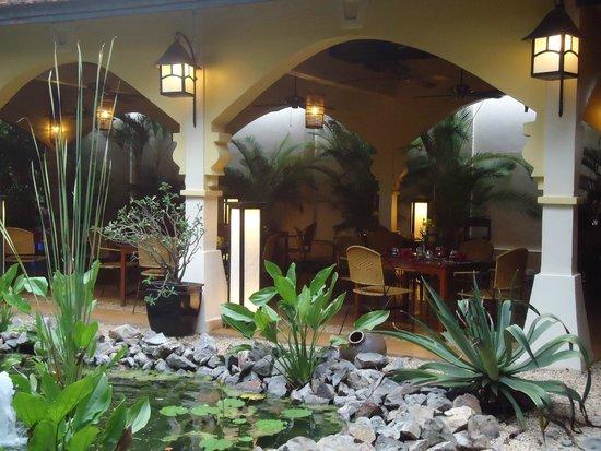 Pavillon d'Orient Boutique-Hotel: Restaurante do hotel e jardim