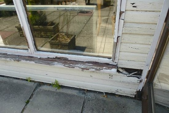 The Riverside Inn: Close-up of rotten wood