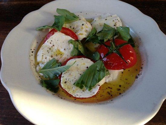 Pizzeria Bianco: Handmade Mozzarella, Local Tomato and Basil