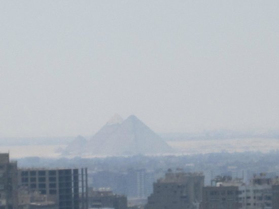 Ramses Hilton: Zooming in on the pyramids from my 25th floor balcony.