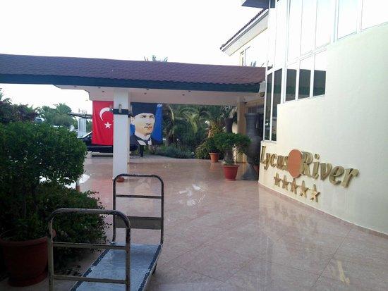 Lycus River Hotel: Frente del Hotel