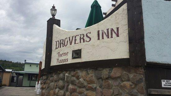 Drover's Inn: Entrance.