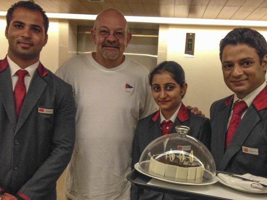 The Metropolitan Hotel & Spa New Delhi: Birthday cake!