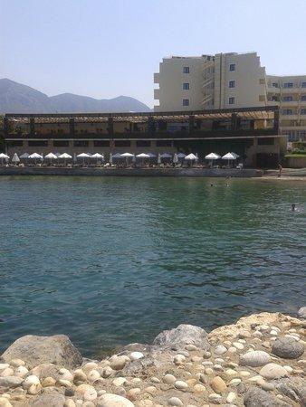 Vuni Palace Hotel: Beach
