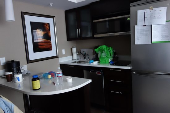 Residence Inn Vancouver Downtown: Kitchen area