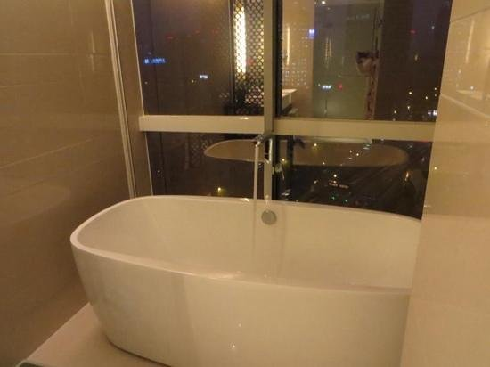 Shanghai Narada Boutique Bund: executive Suite  luxury and well appointed bath tub at night