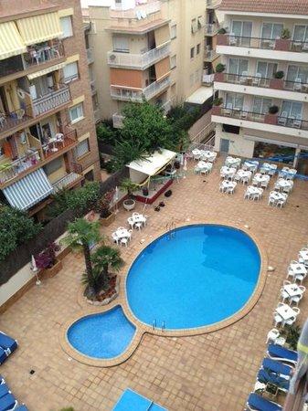 Aqua Hotel Promenade : Piscine trop petite pour 170 chambres.