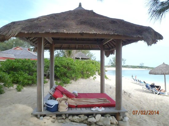 Sandals Royal Bahamian Spa Resort & Offshore Island : Hut on the private beach