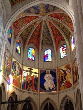 Catedral de Sta Maria la Real de la Almudena: Most modern cathedral I've seen in Europe thus far