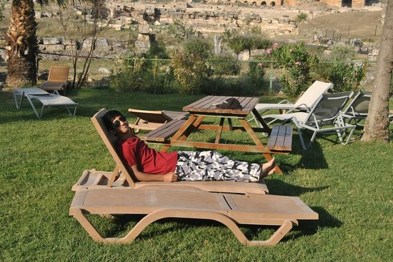 Hierapolis & Pamukkale : Ali is relaxing in the nature Park
