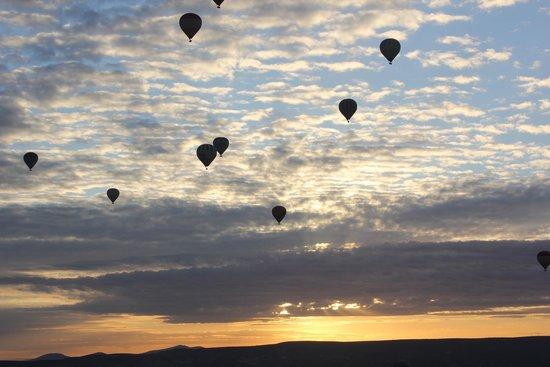 Perissia Hotel & Convention Center: Globos aerostáticos sobre Cappadoccia