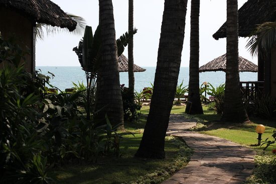 Little Mui Ne Cottages: Тропинка к морю