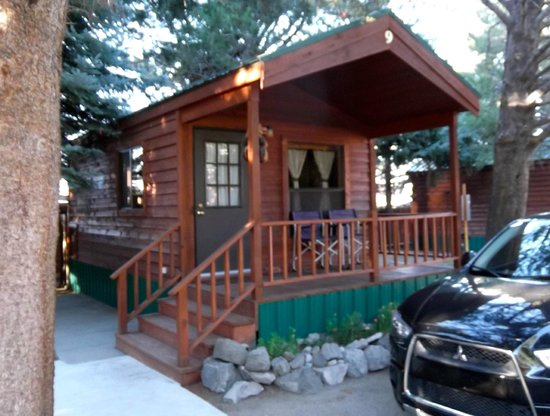 Lake View Lodge: Front view Cozy Cabin #9