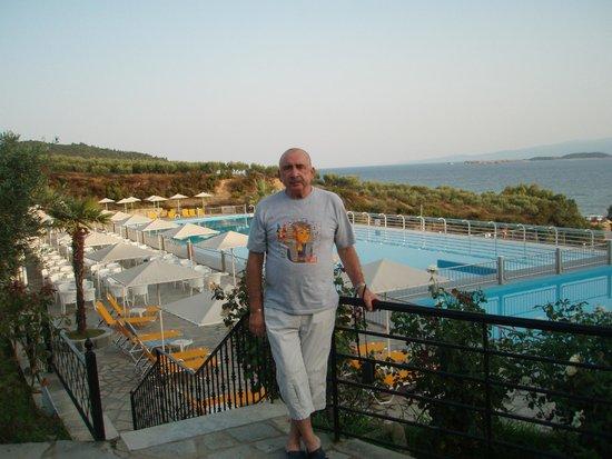 Akrathos Beach Hotel: Вид на бассейн