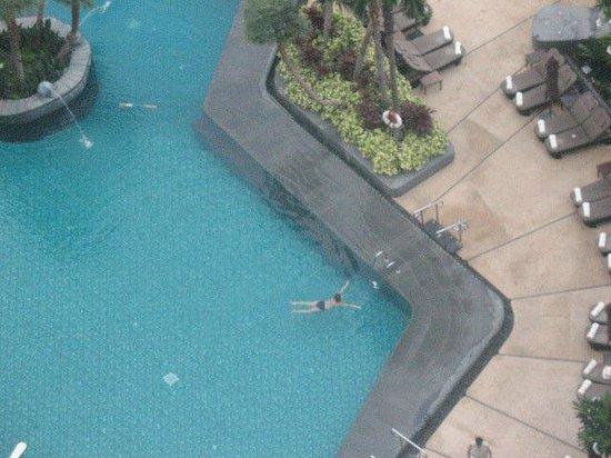 Shangri-La Hotel,Bangkok: Looking down onto the pool area