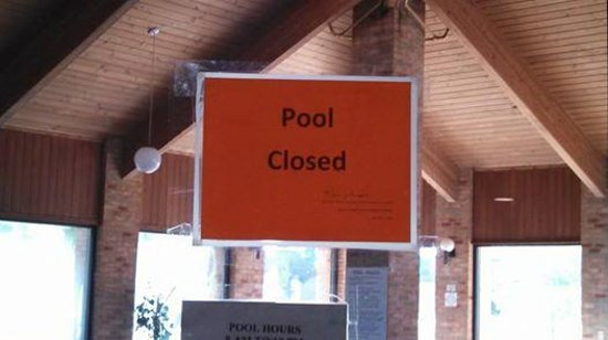 Buena Vista Inn and Suites Storm Lake: Pool Out of order sign, apprarently for months