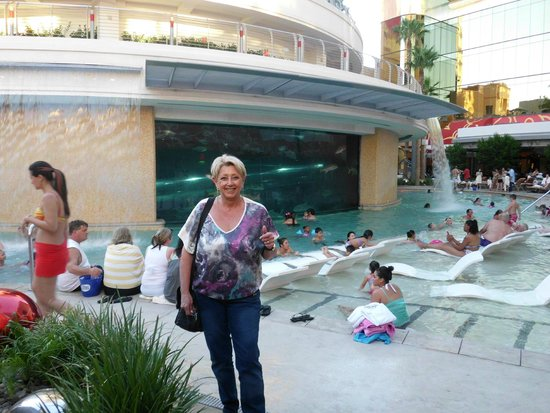 Golden Nugget Hotel: visitando a área de piscina